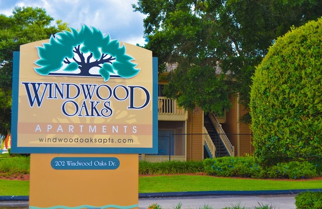 Windwood Oaks Apartments Sign